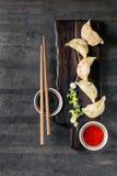 Potstickers Gyozas με τις σάλτσες Στοκ Εικόνες
