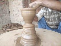Potten door de Pottenbakker worden gemaakt die Stock Fotografie