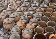 Potten en aarden schotel stock afbeeldingen