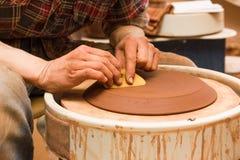 Pottenbakker die zijn werk doen Stock Afbeelding
