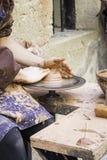 Pottenbakker in workshop Royalty-vrije Stock Afbeelding