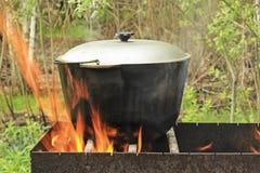 Pottenwater op de brand Stock Fotografie