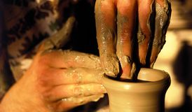 Free Pottery Artistic Hands Royalty Free Stock Images - 2477759