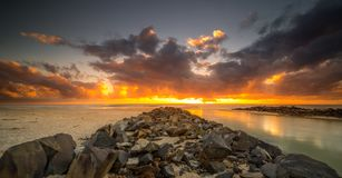 Pottsville seacoast på soluppgång royaltyfri fotografi