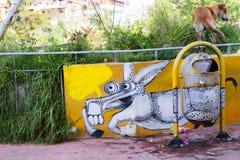 Poubelle, âne et chien Image libre de droits