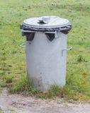 Poubelle de déchets en métal photo libre de droits