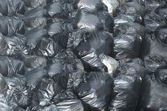 Poubelle de noir de sac de déchets de fond photo libre de droits