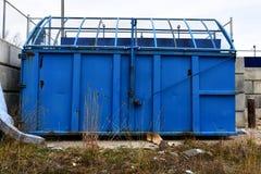 Poubelles bleues de transfert de Wast photo libre de droits