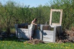 Poubelles de compost organiques étant employées image libre de droits