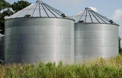 Poubelles de stockage de grain Images stock