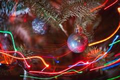 Pouca bola na árvore de Natal imagens de stock royalty free