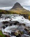 Pouca cachoeira na parte dianteira Fotografia de Stock