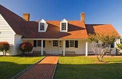 Pouca casa de campo branca Fotos de Stock Royalty Free