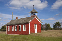 Pouca casa vermelha da escola imagem de stock royalty free