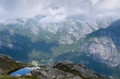 Pouca cor refletindo do lago do céu Fotografia de Stock Royalty Free
