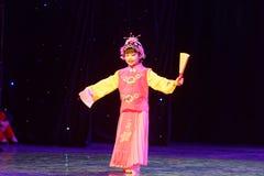 Pouca da dança proeminente do ` s das crianças do teste da academia da dança do Pequim do fã de ópera de Peking exposição de ensi fotografia de stock