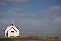 Pouca igreja na pradaria Fotografia de Stock Royalty Free
