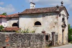 Pouca igreja velha imagens de stock royalty free