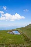 Pouca lagoa sobre o Mt Mirnock 2 110m Imagem de Stock Royalty Free