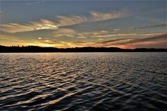 Pouca nuvem do coração sobre Warwick River fotografia de stock