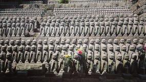 Poucas pedras de Jizo no templo de Hasedera em Kamakura Imagem de Stock Royalty Free