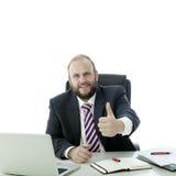 Pouce d'homme de barbe vers le haut au bureau Photographie stock libre de droits