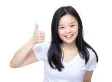 Pouce de femme de l'Asie  image libre de droits