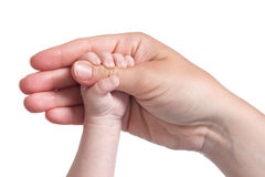 Pouce de fixation de la main de la chéri de mère Photo stock