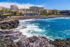 Pouco arena da praia em Puerto de Santiago, Tenerife imagem de stock