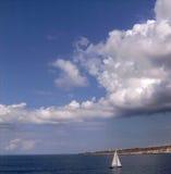 Pouco barco de vela Imagens de Stock Royalty Free