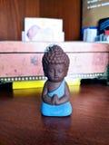 Pouco Buda, na roupa azul imagem de stock