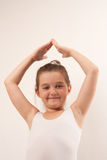 Pouco dançarino de bailado bonito que sorri na câmera Fotografia de Stock Royalty Free