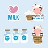 Pouco desenhos animados da vaca e do leite Projeto bonito da etiqueta ilustração royalty free