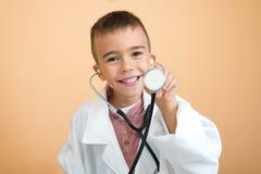 Pouco doutor pronto para examinar foto de stock royalty free