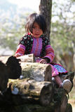 Pouco levantamento da menina de Hmong Imagens de Stock