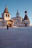 Pouco monastério no inverno Fotografia de Stock Royalty Free