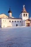 Pouco monastério no inverno Fotos de Stock Royalty Free