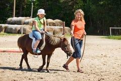 Pouco pônei da equitação Foto de Stock Royalty Free