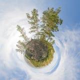 Pouco planeta As árvores e as montanhas foto de stock royalty free
