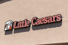Pouco restaurante do fast food da pizza de Caesars fotografia de stock