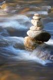 Pouco ribeiro com muitas pedras Foto de Stock