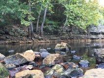 Pouco rochas da angra ajardina a natureza fotografia de stock royalty free