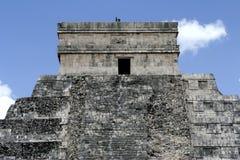 Pouco templo sobre as escadarias Fotos de Stock Royalty Free