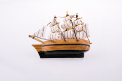 Pouco veleiro modelo de madeira Fotografia de Stock
