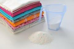 Poudre à laver pour les tissus colorés Photographie stock
