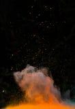 Poudre colorée lancée au-dessus de noir Photos stock