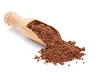 Poudre de cacao sur le blanc photos stock