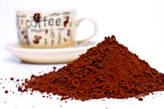 Poudre de café sur un fond blanc Images libres de droits