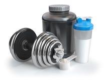 Poudre de protéine de lactalbumine dans le scoop avec le dispositif trembleur et l'haltère Bodybuil Images libres de droits