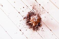 Poudre et chocolat de cacao Photo stock